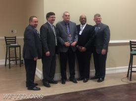 President Gary Unverzagt receives the Earl Molesworth Life Member Award.